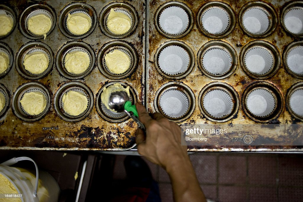 Employee Jimmie Ellington places corn bread muffin batter into trays at a Famous Dave's of America Inc. franchise restaurant in Peoria, Illinois, U.S., on Thursday, March 21, 2013. Famous Dave's of America is a chain of barbecue restaurants started in 1994 that has 191 locations in 34 U.S. states and one Canadian province. Photographer: Daniel Acker/Bloomberg via Getty Images