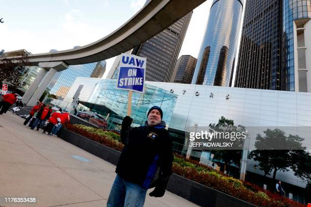 Employee Randy McCann pickets outside of the General Motors Renaissance Center as the UAW GM Council Meeting is being held in Detroit, Michigan, on...