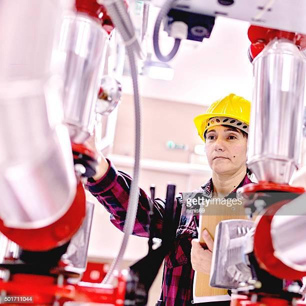 Mitarbeiter nehmen in boiler-Raum