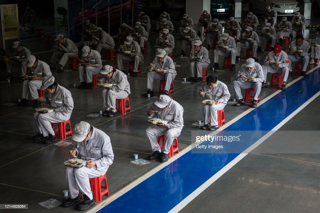 Wuhan Gradually Goes Back To Work During Lockdown : News Photo