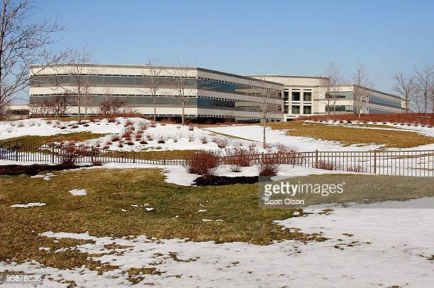 Employees enter the headquarters compound of Kraft Food Inc January 19 2010 in Glenview Illinois The British chocolate giant Cadbury has agreed...