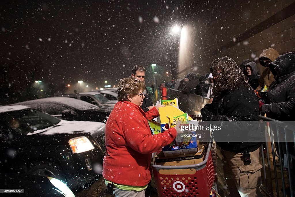 Shoppers Inside A Target Corp. Store Ahead Of Black Friday Sales : News Photo