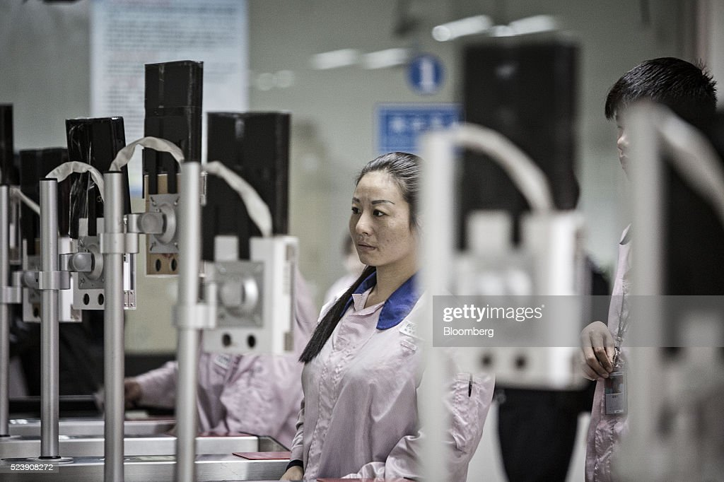 Workers Inside The Pegatron Corp. Factory in Shanghai : News Photo