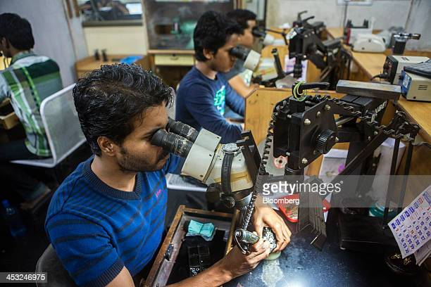 40 Inside Viswa Devji Diamond Workshops And Showroom As Economy Grows More Than Predicted In Last Quarter Photos And Premium High Res Pictures Getty Images