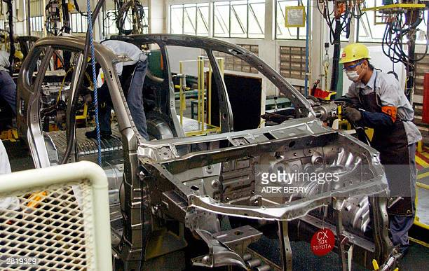 Employees of Astra Daihatsu Motor work on the car assembling plant for new models Daihatsu Xenia and Toyota Avanza in its factory in Jakarta 18...