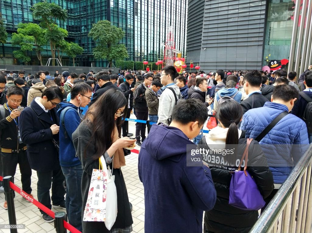 Tencent Employees Queue Up To Get Red Envelops In Shenzhen