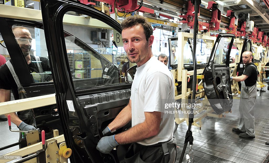 Employees of French carmaker Renault are at work on an assembly line on May 25, 2010 in Douai, northern France.