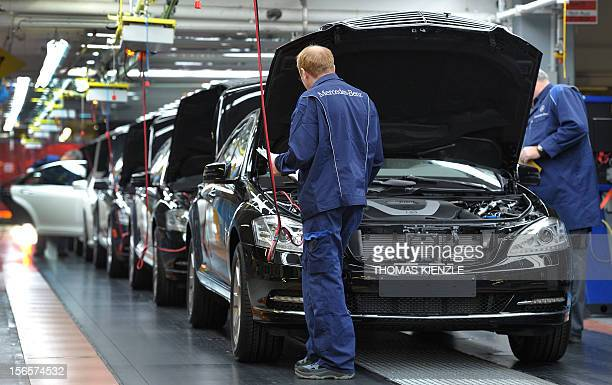 d6c98983f4 Employees of German car maker MercedesBenz make the final inspection on Sclass  cars at the end