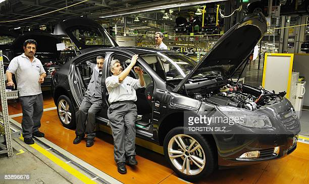 Employees of German car maker Opel work on the assembling of an Insignia car on December 3 2008 at the company's plant in Ruesselsheim western...