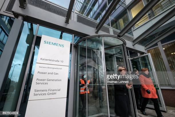 Employees of German engineering giant Siemens leave the local facility on December 14 2017 in Offenbach Germany Siemens announced in November its...