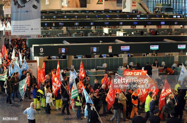 Employees of Italy's struggling air compagny Alitalia demonstrate in the chekin area of Milan's Malpensa airport to protest the creation of the new...