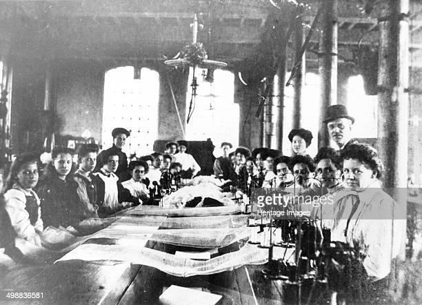 Employees of the Midland Lace Company St Ann's Well Road Nottingham Nottinghamshire 1906 During the Industrial Revolution Nottingham's textile...