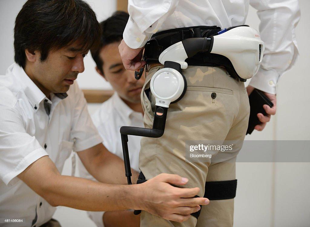 Honda Motor Co. Demonstrates Walk Assist And Mobility Device : Foto jornalística