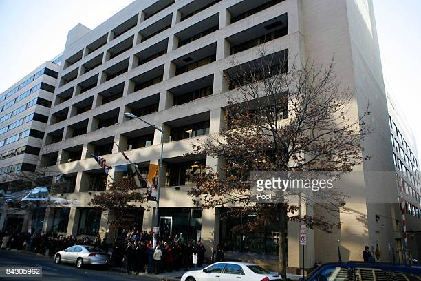Employees wait outside of The Washington Post building with the hope of seeing of Presidentelect Barack Obama after his interview at The Washington...