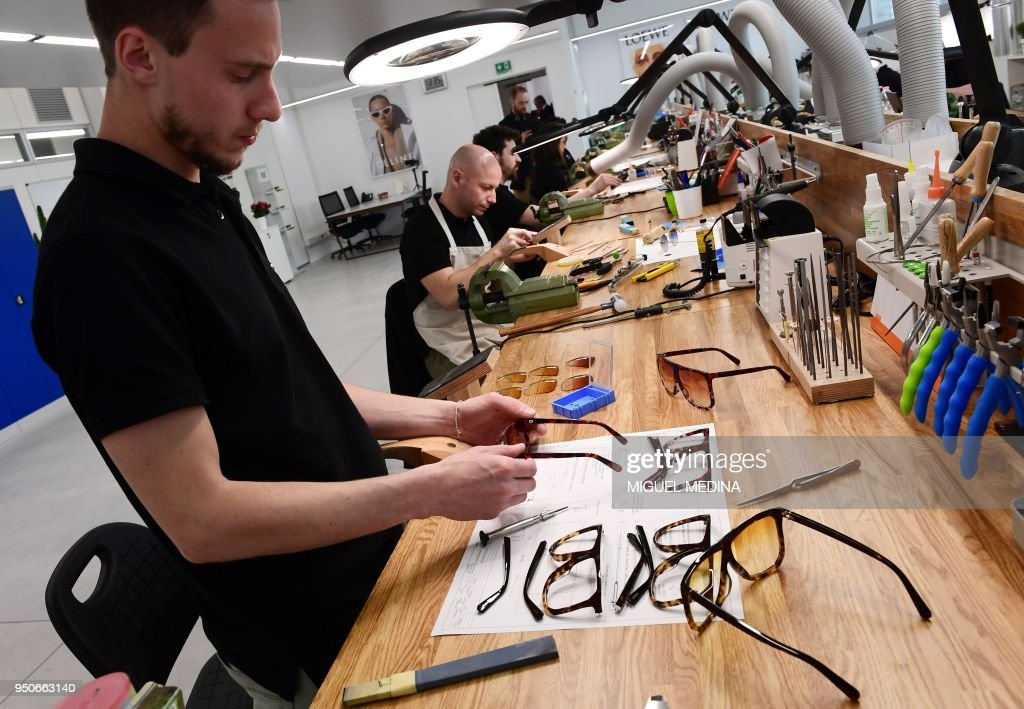 ITALY-LUXURY-INDUSTRY-MANUFACTURE-CRAFTS : News Photo