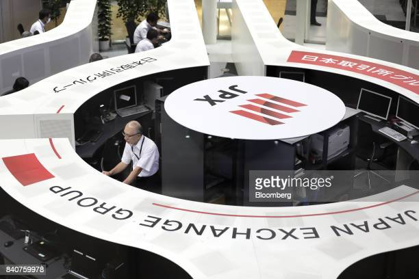 Employees work on the trading floor at the Tokyo Stock Exchange operated by Japan Exchange Group Inc in Tokyo Japan on Wednesday Aug 30 2017 Equity...