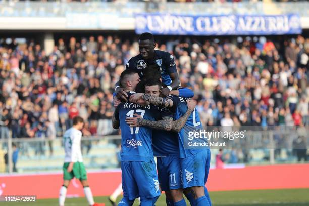 Empoli FC players celebrate a goal scored by Diego Farias during the Serie A match between Empoli and US Sassuolo at Stadio Carlo Castellani on...