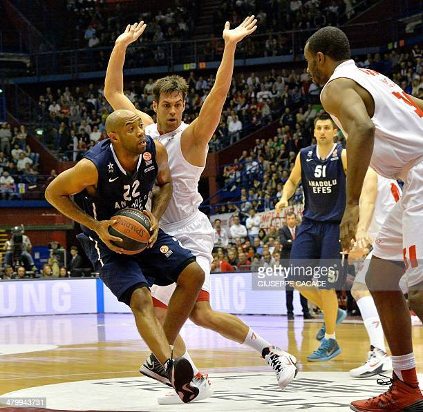 Emporio Armani Milan's forward Bruno Cerella vies with Efes Pilsen Istanbul's guard Jamon Gordon during the group E Euroleague basketball match...