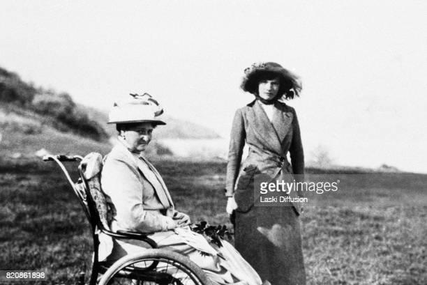 Empress Alexandra Feodorovna Romanova and her daughter Grand Duchess Tatiana Russia circa 1915