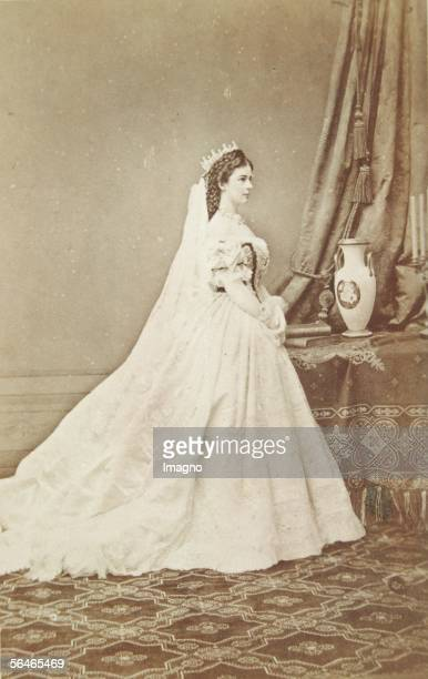 Empress Elisabeth as queen of Hungaria 1867 Photography by Emil Rabending [Kaiserin Elisabeth als Koenigin von Ungarn 1867 Photographie von Emil...