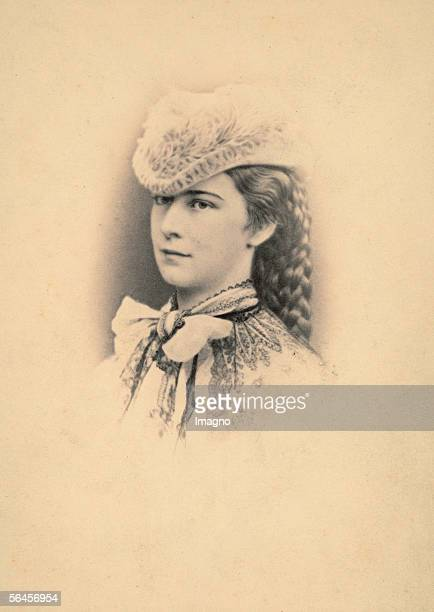 Empress Elisabeth of Austria portrait 3/4 left Munich Photography In photo album Haus Oesterreich 1865 [Kaiserin Elisabeth von oesterreich Brustbild...
