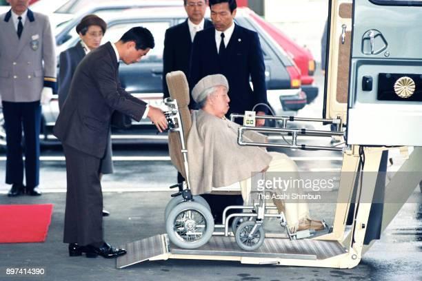 Empress Kojun is seen on arrival at Izukyu Shimoda station on the way to the Suzaki Imperial Villa on March 9 1992 in Shimoda Shizuoka Japan