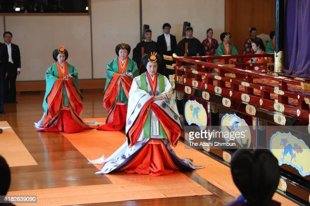 Empress Masako leaves after the enthronement ceremony at the Imperial Palace on October 22, 2019 in Tokyo, Japan. The Sokuirei-Seiden-no-Gi is the...