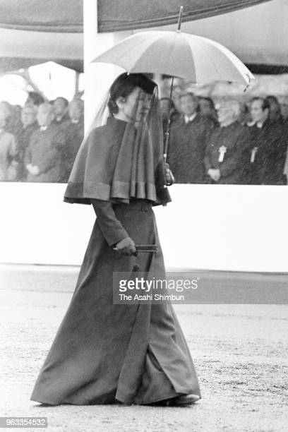 Empress Michiko follows the 'Sokaren' float is carried during the 'Sojoden no Gi' prior to the 'Taiso no Rei' late Emperor Hirohito's funeral at...