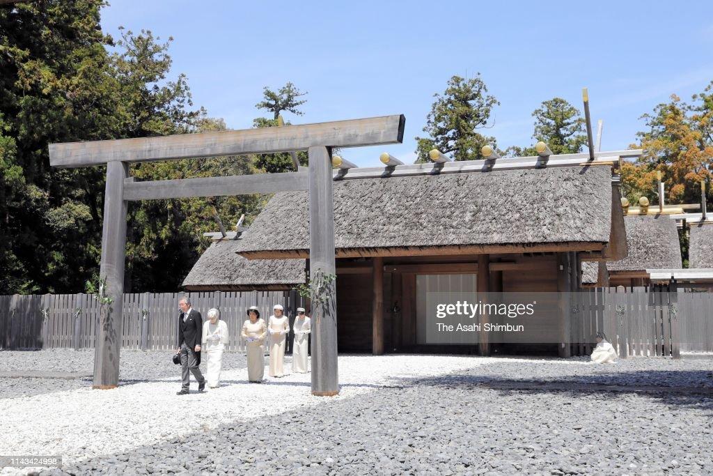 Empress Michiko leaves the Geku, outer shrine at Ise Shrine on ...