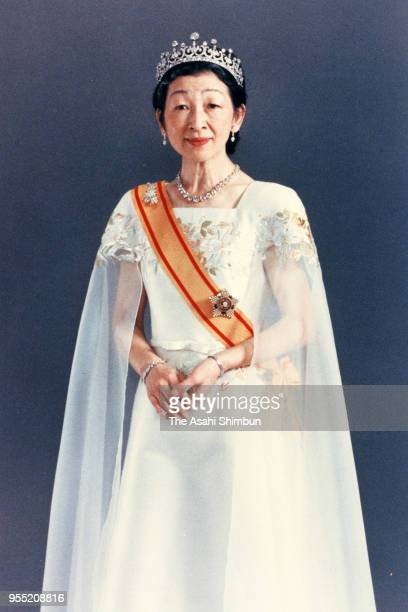 Empress Michiko poses for photographs during the 'SokuinoRei' Emperor's Enthronement Ceremony at the Imperial Palace on November 12 1990 in Tokyo...