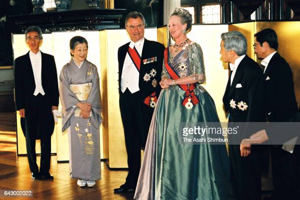 Empress Michiko, Prince Henrik, Queen Margrethe II of Denmark and Emperor Akihito welcome guests on the receiving line prior to the return dinner...