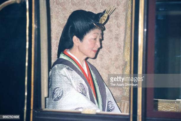 Empress Michiko returns after visiting the Naiku Inner Shrine during the 'Shinetsunogi' first visit after Emperor Akihito's Enthronement at the Ise...