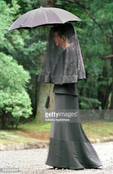 Empress Michiko walking in the procession at the Tama Emperors' Cemetery