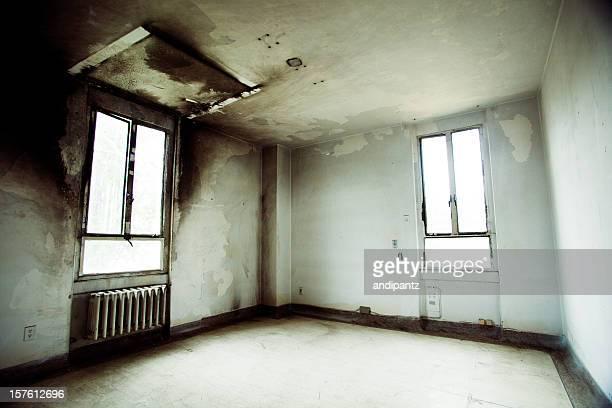 空のたお部屋 - すす ストックフォトと画像