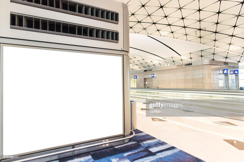 Vazia moldura de publicidade no aeroporto : Foto de stock