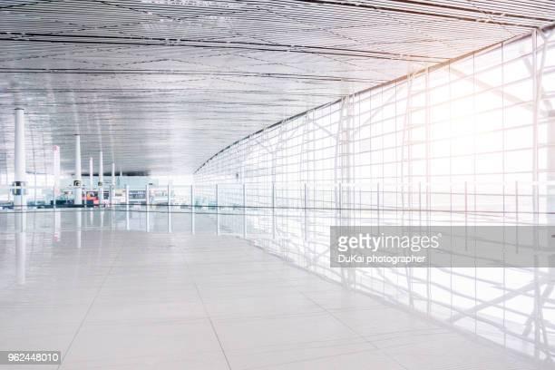 empty airport terminal waiting area - 空港ターミナル ストックフォトと画像