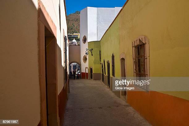 empty alley in a city, callejon de veyna, alcaiceria de gomez, zacatecas state, mexico - callejon stock pictures, royalty-free photos & images