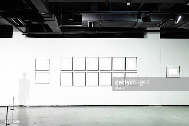 empty art museum - exhibition stock pictures, royalty-free photos & images