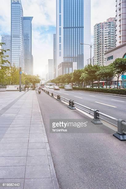 empty asphalt road'n