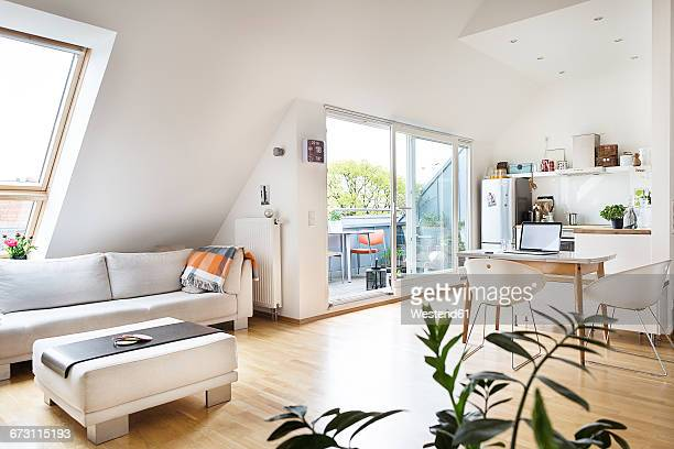 empty attic flat - living room stock-fotos und bilder