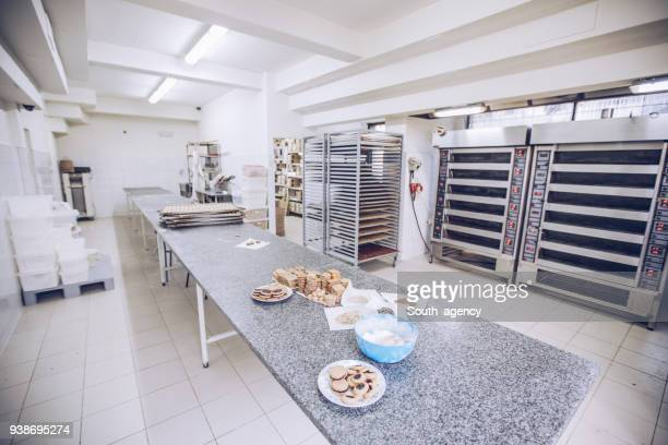 empty bakery - bakery stock pictures, royalty-free photos & images