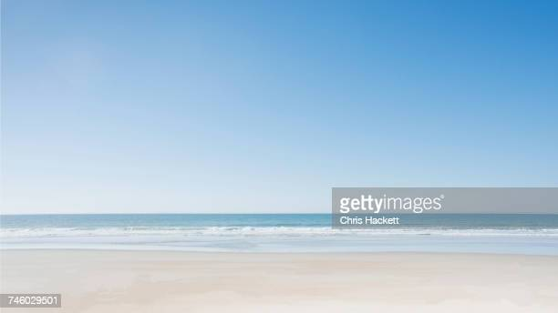 empty beach at surf city - heldere lucht stockfoto's en -beelden