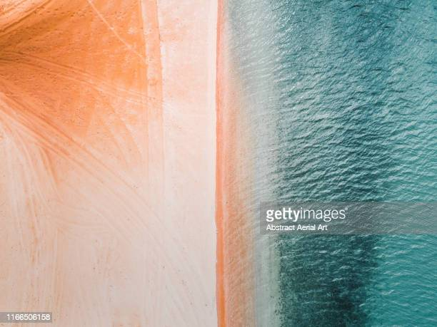 empty beach scene photographed from above, shark bay, australia - 打ち寄せる波 ストックフォトと画像