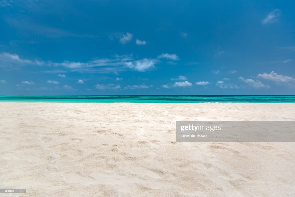 Empty beach sea sand sky and summer day : Foto stock