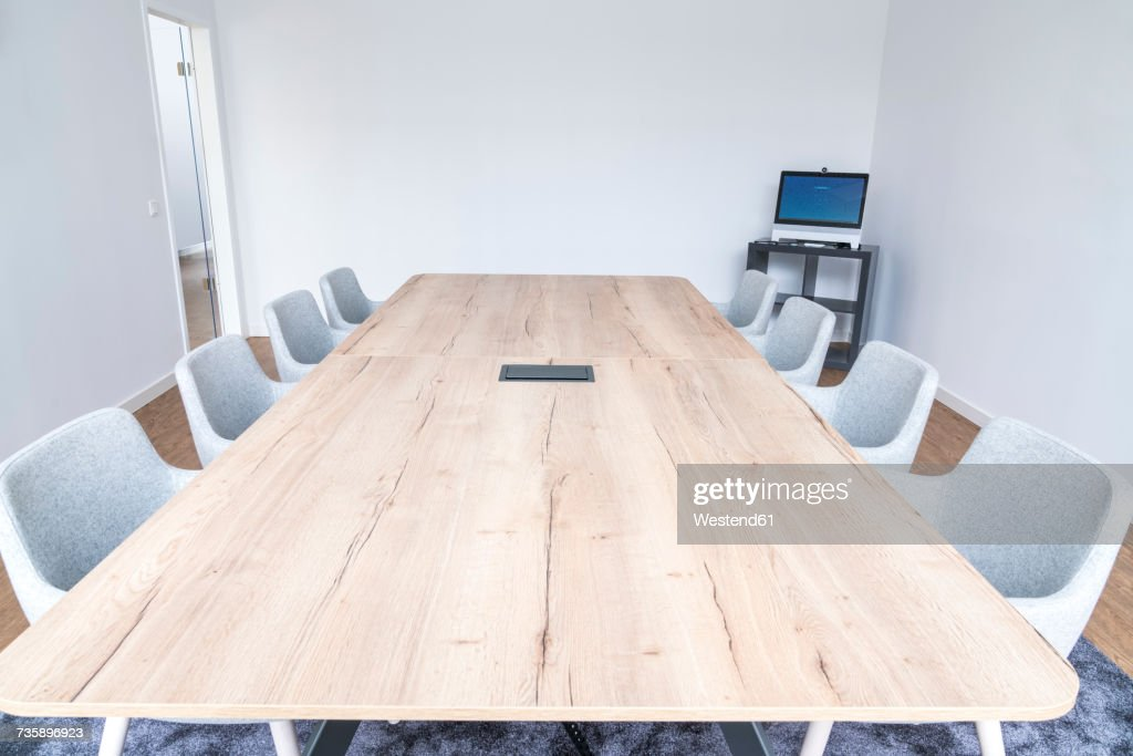 Empty board room with wooden conference table : Stock-Foto