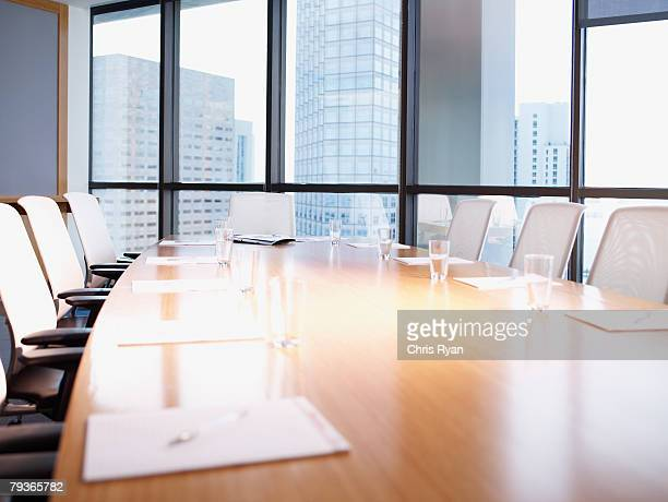 empty boardroom table with paperwork - conferentietafel stockfoto's en -beelden