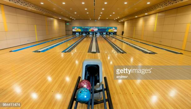 empty bowling alleys - bowling alley stock pictures, royalty-free photos & images