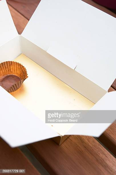 empty box of chocolate on table, close-up - heidi coppock beard stockfoto's en -beelden