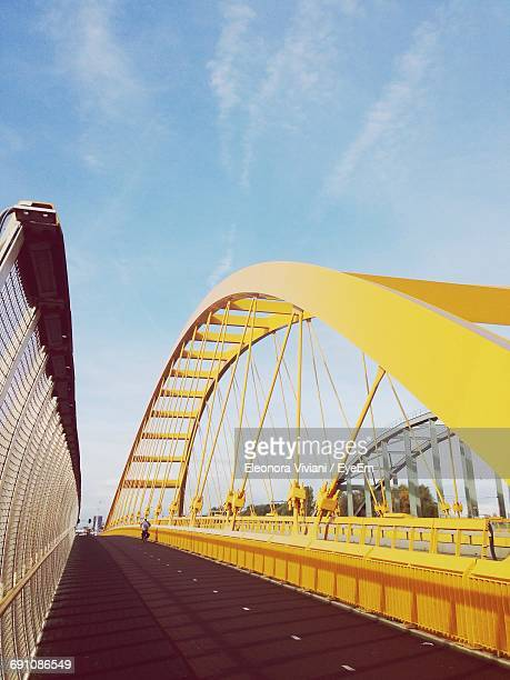 empty bridge against the sky - utrecht stock-fotos und bilder
