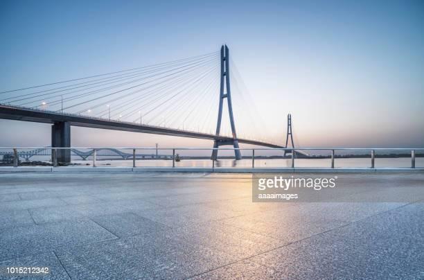 empty car park below yangtze river bridge,auto advertising backplate - nanjing road stockfoto's en -beelden
